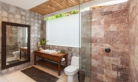 Bathroom with Shower - Villa Liang - Batubelig, Bali
