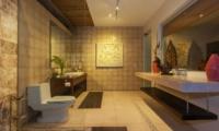 Bathroom with Mirror at Night - Villa Liang - Batubelig, Bali