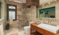 Bathroom with Mirror and Shower - Villa Liang - Batubelig, Bali