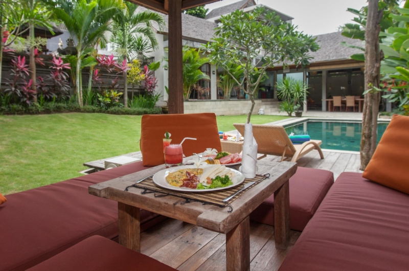 Pool Side Seating Area - Villa Liang - Batubelig, Bali