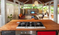 Kitchen with Pool View - Villa Liang - Batubelig, Bali
