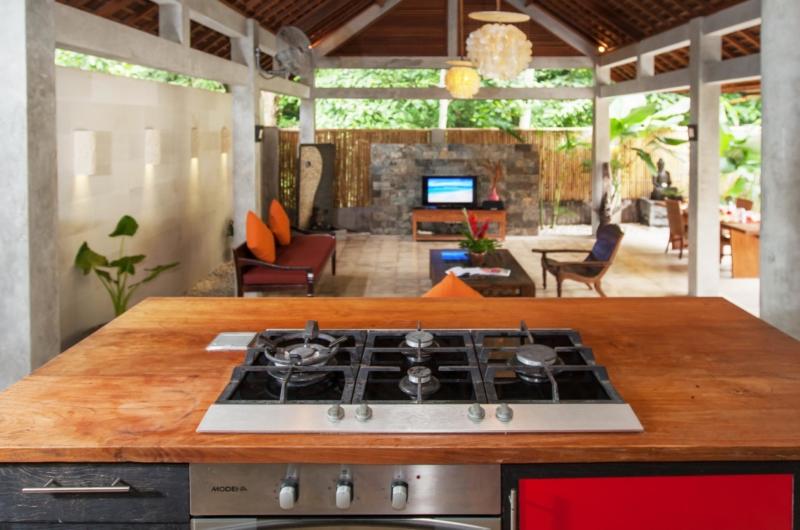 Kitchen with Pool View - Villa Liang - Batubelig, Bali