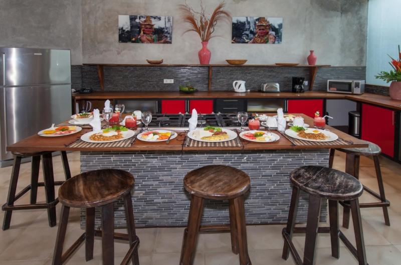 Kitchen and Dining Area - Villa Liang - Batubelig, Bali