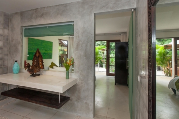 Bedroom and Bathroom - Villa Liang - Batubelig, Bali