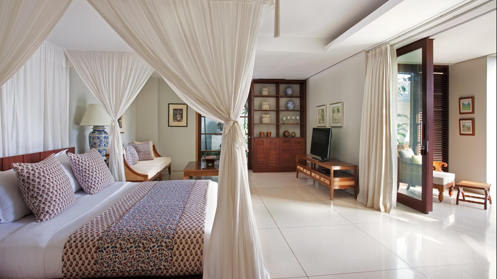 Bedroom with TV - Villa Lilibel - Seminyak, Bali