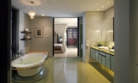 Bedroom and En-Suite Bathroom - Villa Lilibel - Seminyak, Bali
