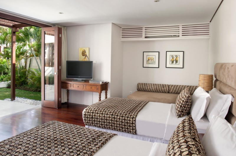 Twin Bedroom with Seating Area - Villa Lilibel - Seminyak, Bali