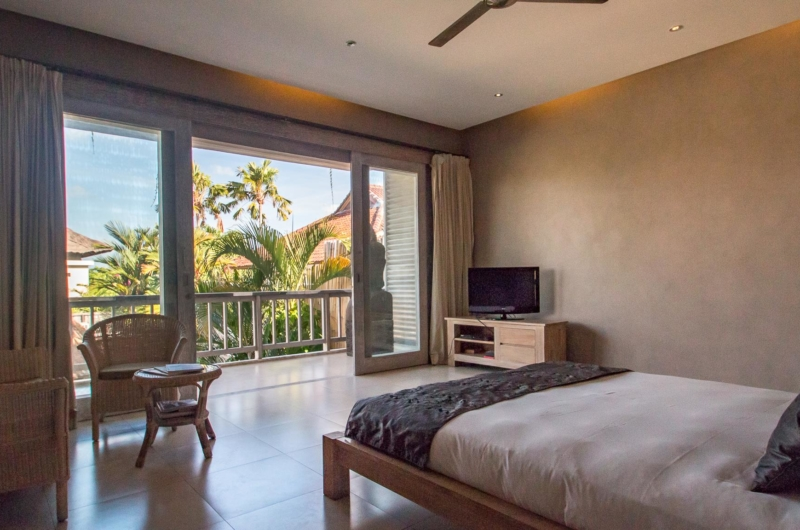 Bedroom with TV - Villa Lisa - Seminyak, Bali