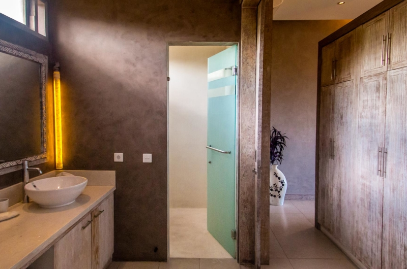 Bathroom with Mirror - Villa Lisa - Seminyak, Bali