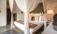 Bedroom with Mosquito Net - Villa Little Mannao - Kerobokan, Bali
