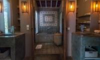 En-Suite Bathroom with Bathtub - Villa Little Mannao - Kerobokan, Bali