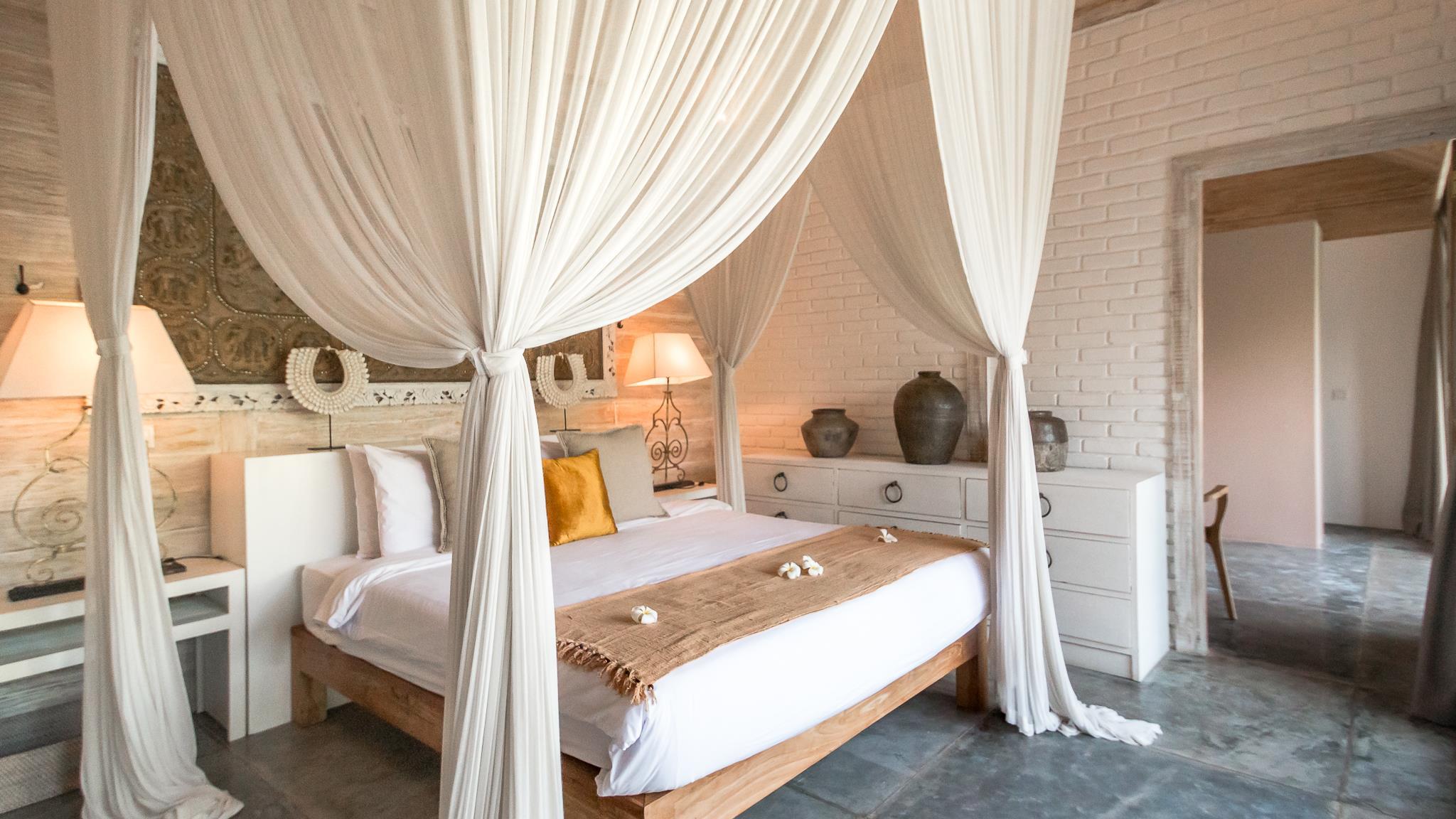 Bedroom with Table Lamps - Villa Little Mannao - Kerobokan, Bali