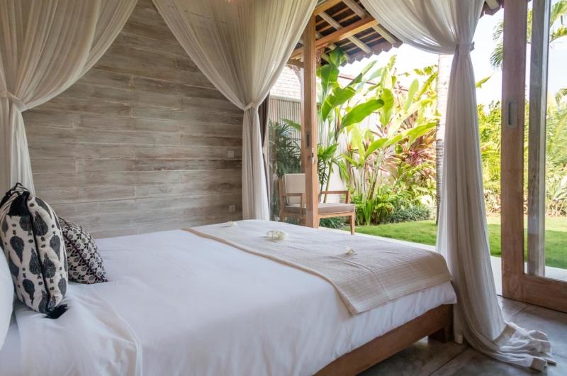 Bedroom with Garden View - Villa Little Mannao - Kerobokan, Bali