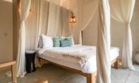 Spacious Bedroom - Villa Little Mannao - Kerobokan, Bali