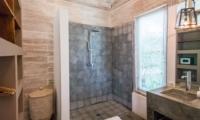 Shower - Villa Little Mannao - Kerobokan, Bali