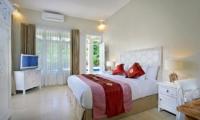 Bedroom with TV - Villa Lodek Deluxe - Seminyak, Bali