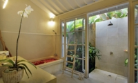 Bathroom with Bathtub - Villa Lodek Deluxe - Seminyak, Bali