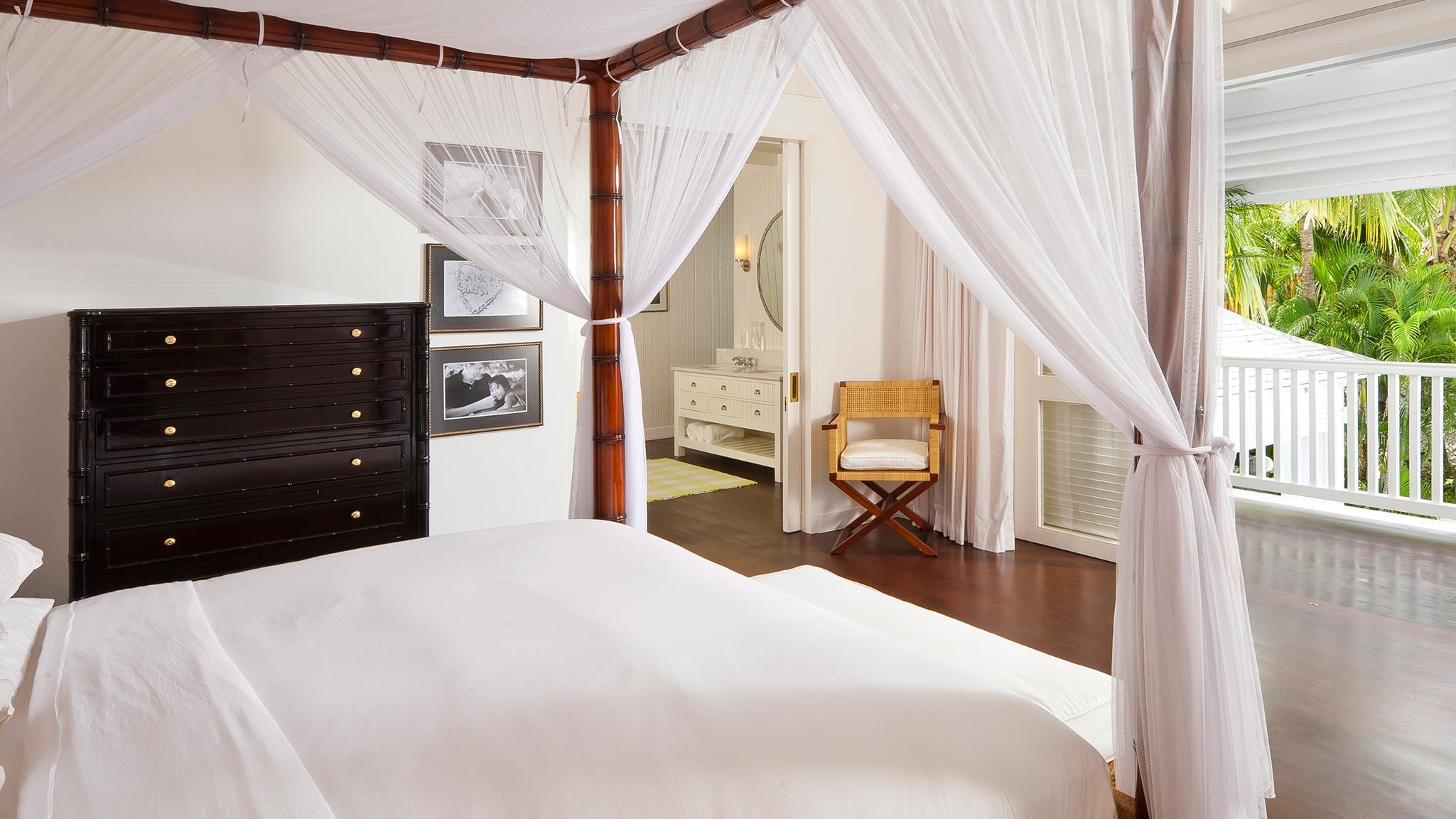 Bedroom and Balcony - Villa Lulito - Seminyak, Bali
