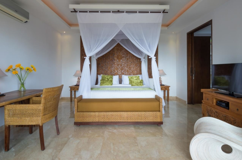 Bedroom with Study Table - Villa Luwih - Canggu, Bali