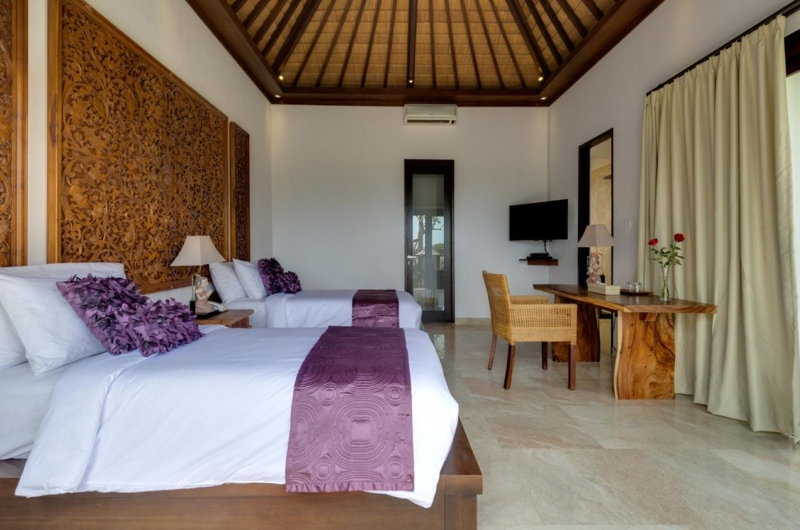 Twin Bedroom with TV - Villa Luwih - Canggu, Bali