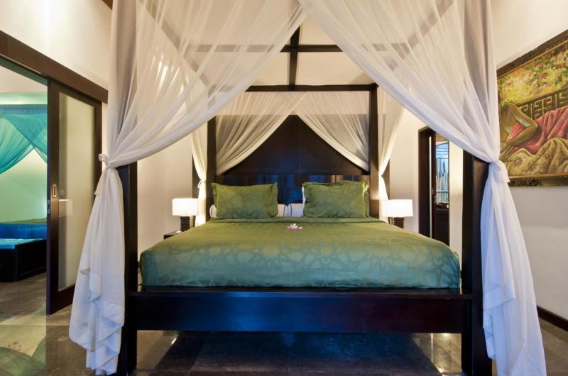 Four Poster Bed - Villa Mahkota - Seminyak, Bali