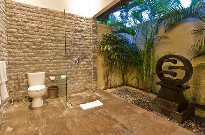 Semi Open Bathroom with Shower - Villa Mahkota - Seminyak, Bali