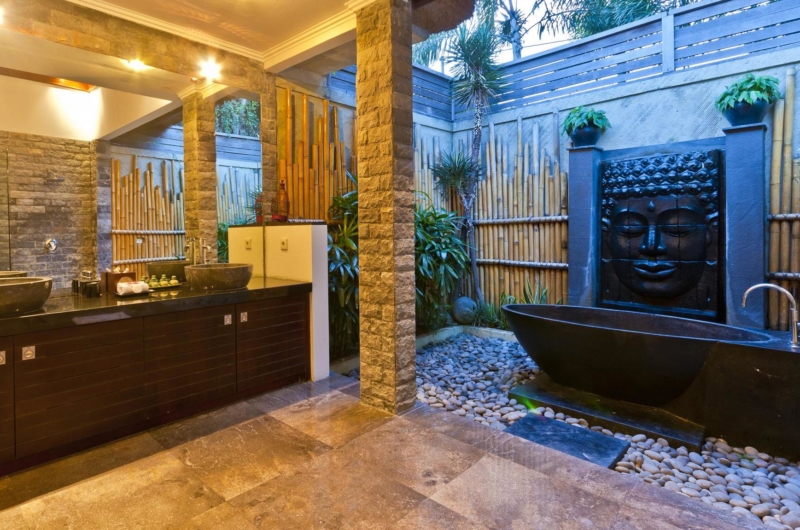 Semi Open His and Hers Bathroom with Bathtub - Villa Mahkota - Seminyak, Bali