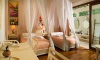 Twin Bedroom with Wooden Floor - Villa Mako - Canggu, Bali