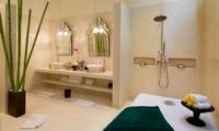 En-Suite Bathroom with Shower - Villa Mako - Canggu, Bali