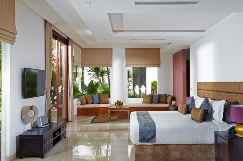 Bedroom with Seating Area and TV - Villa Malaathina - Umalas, Bali
