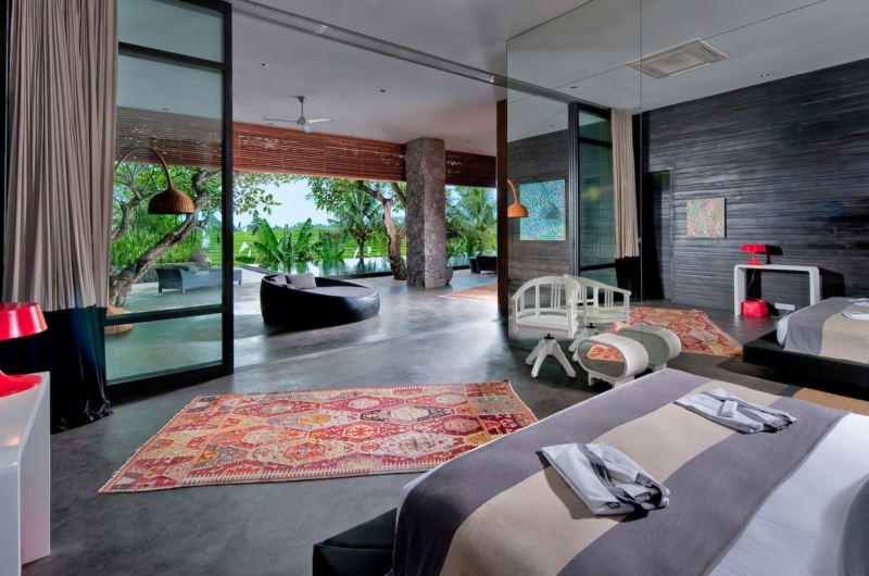 Spacious Bedroom with Twin Beds - Villa Mana - Canggu, Bali