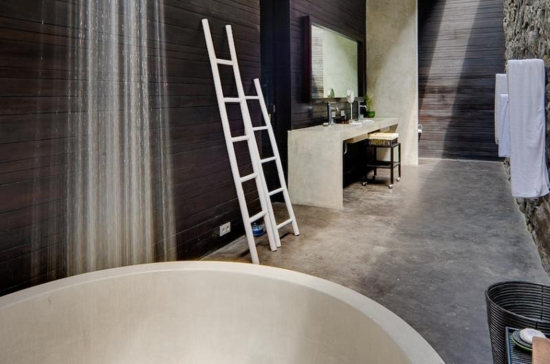 Bathroom with Bathtub - Villa Mana - Canggu, Bali