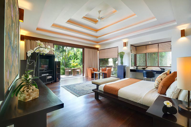 Spacious Bedroom with Wooden Floor - Villa Mandalay - Seseh, Bali