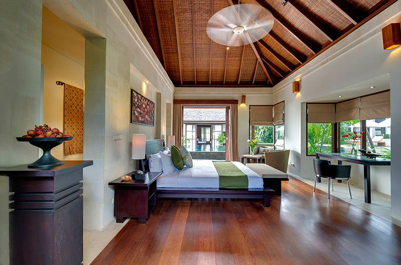 Bedroom with Study Table - Villa Mandalay - Seseh, Bali