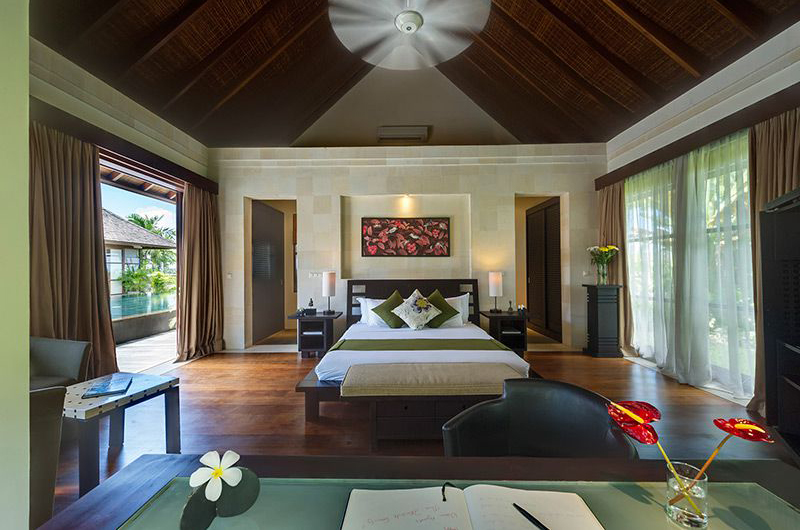 Bedroom with Side Table - Villa Mandalay - Seseh, Bali