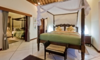 Four Poster Bed with Mosquito Net - Villa Mango - Seminyak, Bali