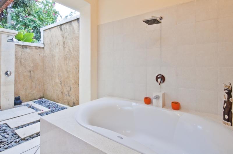 Bathtub with Shower - Villa Mango - Seminyak, Bali