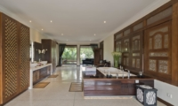 En-Suite His and Hers Bathroom with Bathtub - Villa Manis - Pererenan, Bali
