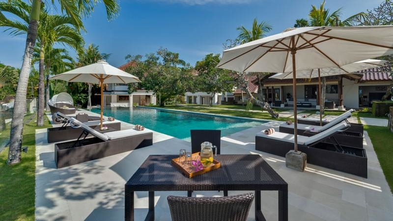 Pool Side Loungers - Villa Manis - Pererenan, Bali