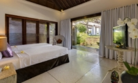 Twin Bedroom with TV - Villa Manis - Pererenan, Bali