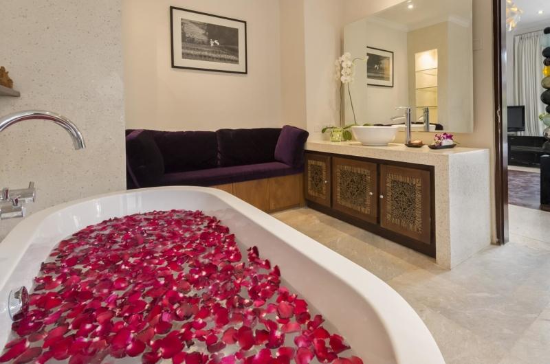 Romantic Bathtub Set Up - Villa Manis - Pererenan, Bali