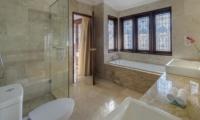 Bathroom with Bathtub - Villa Manis - Pererenan, Bali