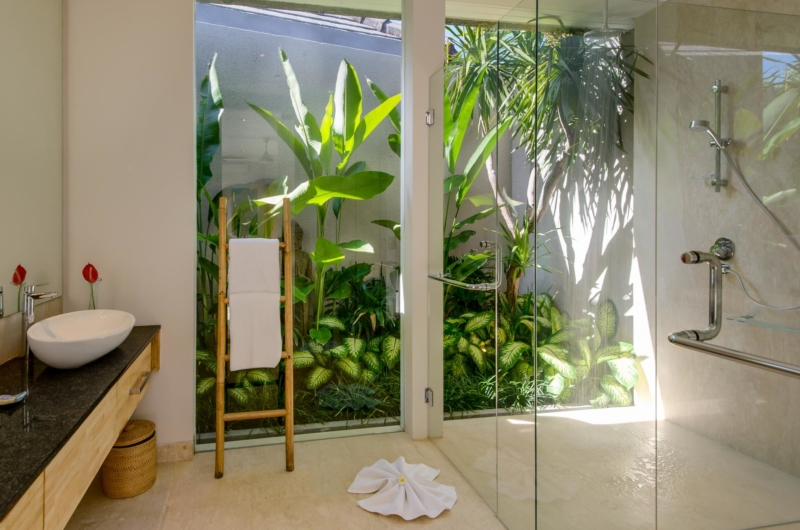Bathroom with Shower - Villa Manis Aramanis - Jimbaran, Bali