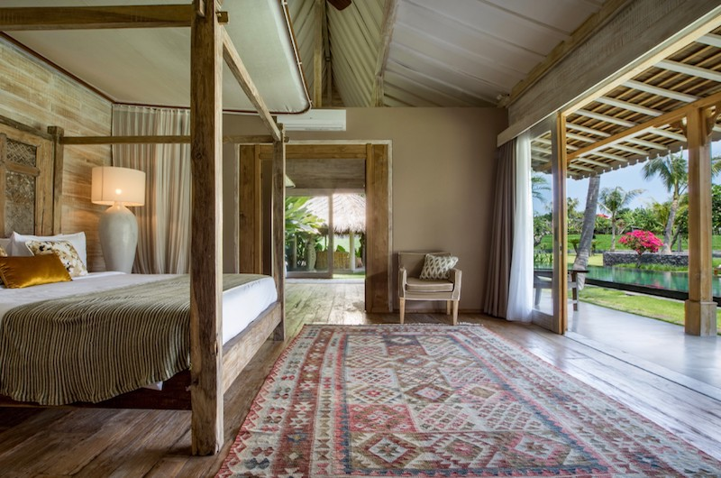 Four Poster Bed with Pool View - Villa Mannao - Kerobokan, Bali