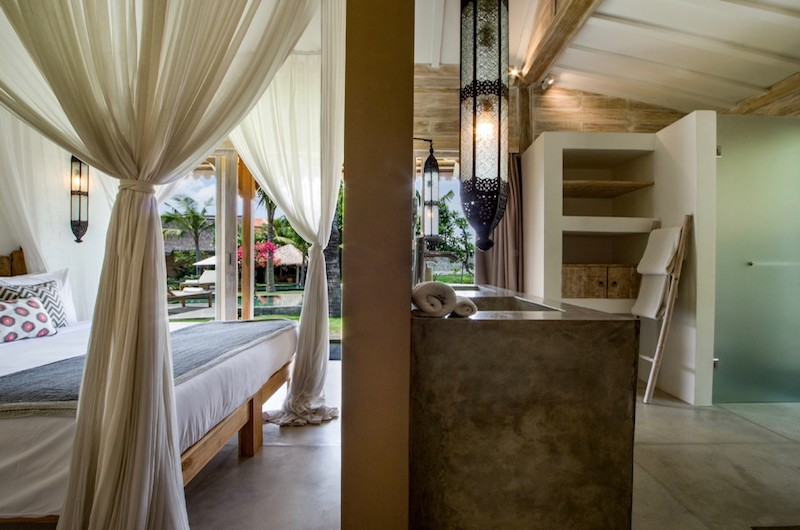 Bedroom and En-Suite Bathroom - Villa Mannao - Kerobokan, Bali