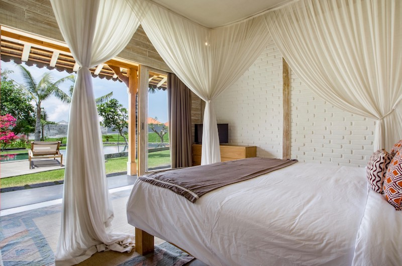 Bedroom with Pool View - Villa Mannao - Kerobokan, Bali