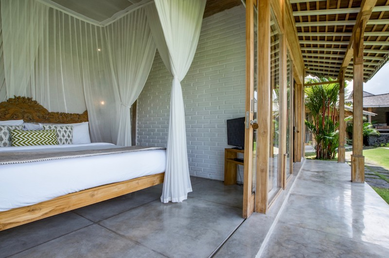 Bedroom and Balcony - Villa Mannao - Kerobokan, Bali