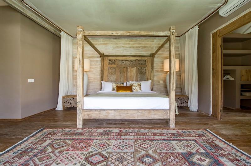 Four Poster Bed - Villa Mannao Estate - Kerobokan, Bali