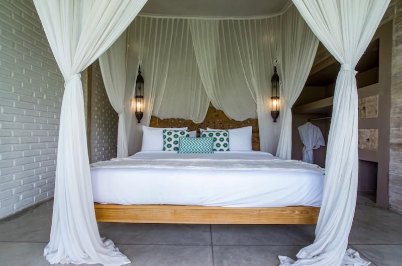 Bedroom with King Size Bed - Villa Mannao Estate - Kerobokan, Bali