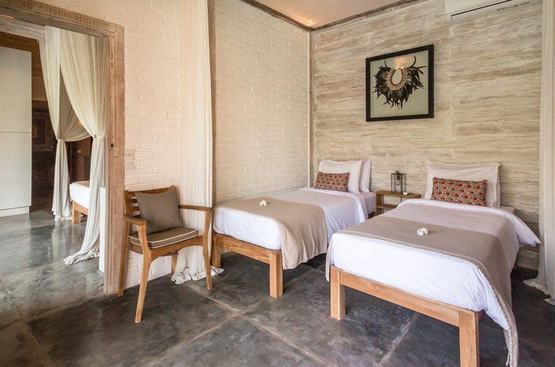Bedroom with Twin Beds - Villa Mannao Estate - Kerobokan, Bali